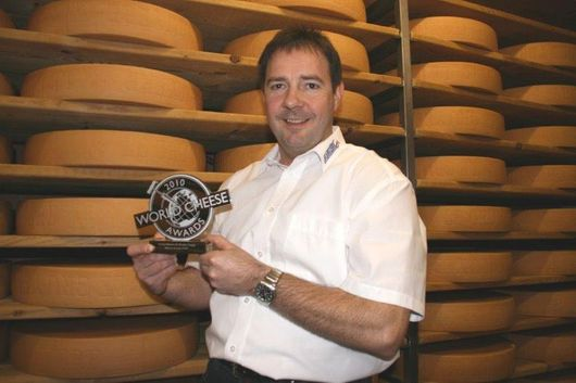 Markus Sturny mit World Cheese Award - Käserei Lanthen